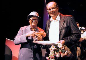 Povel Ramel och Magnus Wernersson ler mot kameran tillsammans