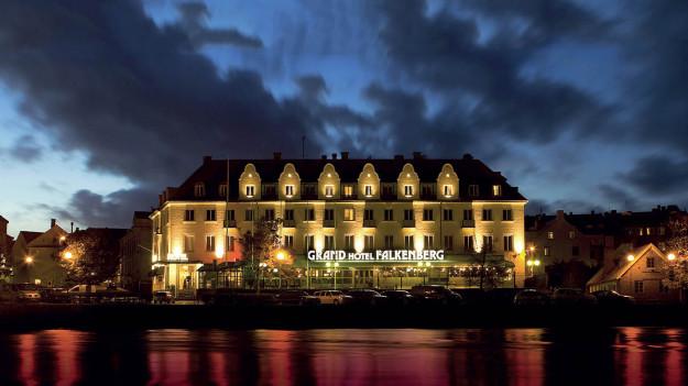 Exteriör bild på Grand Hotel Falkenberg kvällstid