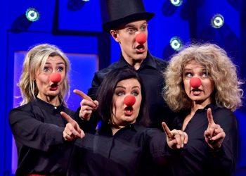 Pressbild Falkenbergsrevyn utklädd till clowner